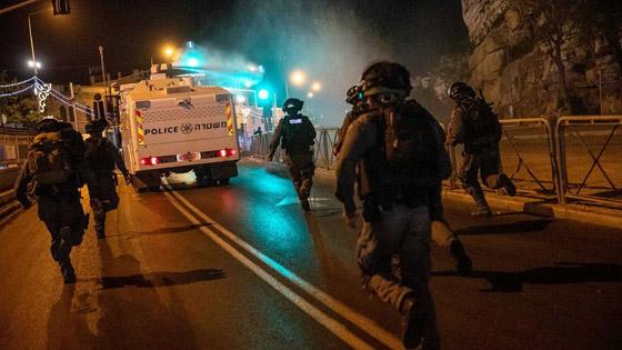"""صورة رقم 5 - وسط دعوات يهودية """"للانتقام من العرب"""".. إصابة عشرات الفلسطينيين بمواجهات مع قوات إسرائيلية بالقدس"""