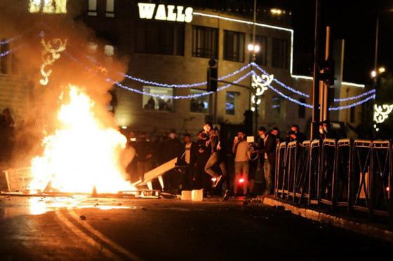 """صورة رقم 3 - وسط دعوات يهودية """"للانتقام من العرب"""".. إصابة عشرات الفلسطينيين بمواجهات مع قوات إسرائيلية بالقدس"""