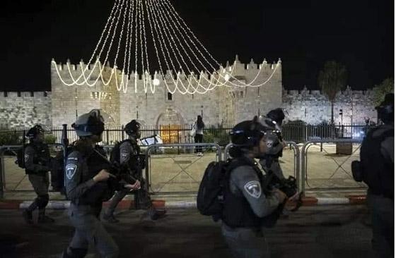 """صورة رقم 6 - وسط دعوات يهودية """"للانتقام من العرب"""".. إصابة عشرات الفلسطينيين بمواجهات مع قوات إسرائيلية بالقدس"""