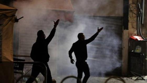 """صورة رقم 10 - وسط دعوات يهودية """"للانتقام من العرب"""".. إصابة عشرات الفلسطينيين بمواجهات مع قوات إسرائيلية بالقدس"""