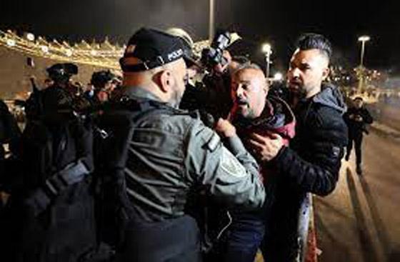 """صورة رقم 11 - وسط دعوات يهودية """"للانتقام من العرب"""".. إصابة عشرات الفلسطينيين بمواجهات مع قوات إسرائيلية بالقدس"""