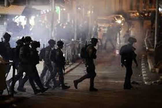 """صورة رقم 12 - وسط دعوات يهودية """"للانتقام من العرب"""".. إصابة عشرات الفلسطينيين بمواجهات مع قوات إسرائيلية بالقدس"""
