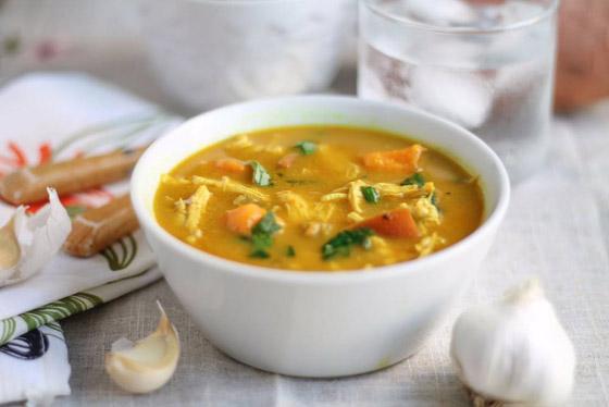 صورة رقم 1 - حساء الأرز  والدجاج بالكاري: طبق دافئ على سفرتك