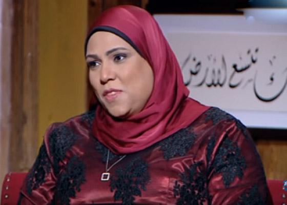 صورة رقم 3 - طباخة مصرية تثير تفاعلا واسعا.. كيف ردت على متصل أهانها على الهواء؟