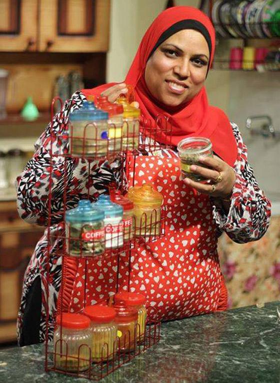 صورة رقم 6 - طباخة مصرية تثير تفاعلا واسعا.. كيف ردت على متصل أهانها على الهواء؟