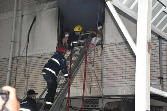 صورة رقم 5 - 27 وفاة على الأقل جراء حريق بمستشفى لمرضى كورونا في بغداد
