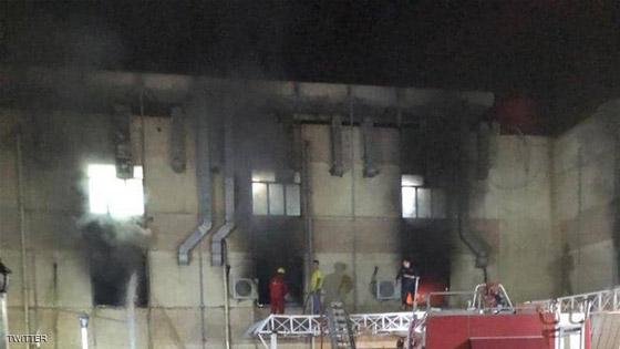 صورة رقم 1 - 27 وفاة على الأقل جراء حريق بمستشفى لمرضى كورونا في بغداد