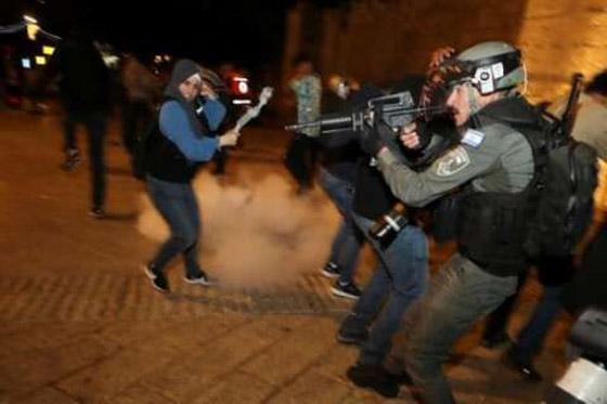 صورة رقم 8 - إسرائيل تسمح للفلسطينيين بالوصول لمحيط البلدة القديمة بالقدس
