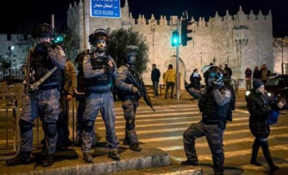صورة رقم 9 - إسرائيل تسمح للفلسطينيين بالوصول لمحيط البلدة القديمة بالقدس