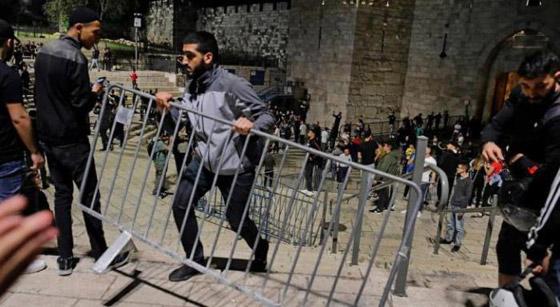 صورة رقم 2 - إسرائيل تسمح للفلسطينيين بالوصول لمحيط البلدة القديمة بالقدس