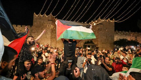 صورة رقم 3 - إسرائيل تسمح للفلسطينيين بالوصول لمحيط البلدة القديمة بالقدس
