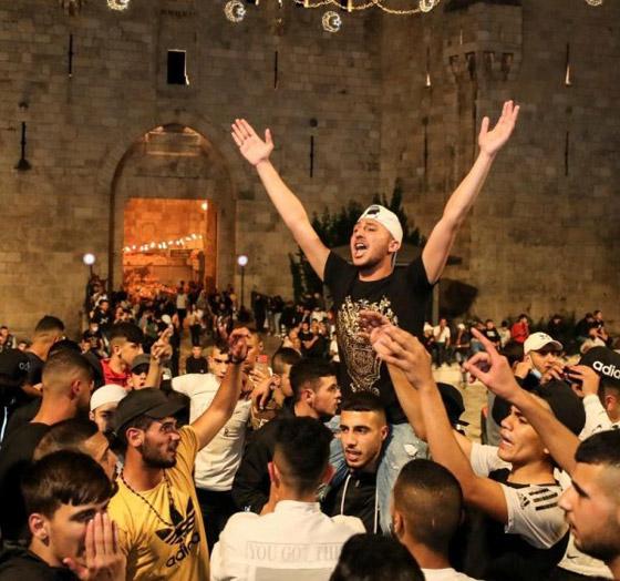 صورة رقم 4 - إسرائيل تسمح للفلسطينيين بالوصول لمحيط البلدة القديمة بالقدس