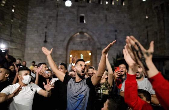 صورة رقم 6 - إسرائيل تسمح للفلسطينيين بالوصول لمحيط البلدة القديمة بالقدس
