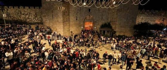 صورة رقم 7 - إسرائيل تسمح للفلسطينيين بالوصول لمحيط البلدة القديمة بالقدس