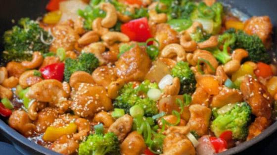 صورة رقم 1 - أكلات رمضان 2021: دجاج بالخضار والكاجو
