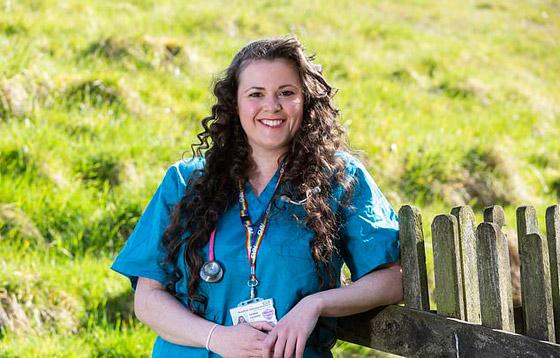 صورة رقم 1 - حصدت رقماً قياسياً من الأصوات.. طبيبة مبتدئة تخطف الأنظار في مسابقة ملكة جمال إنجلترا (صور)