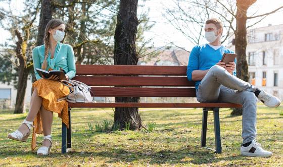 صورة رقم 4 - الفيروس ينتقل بالهواء! التشكيك بجدوى التباعد الاجتماعي لمواجهة كورونا