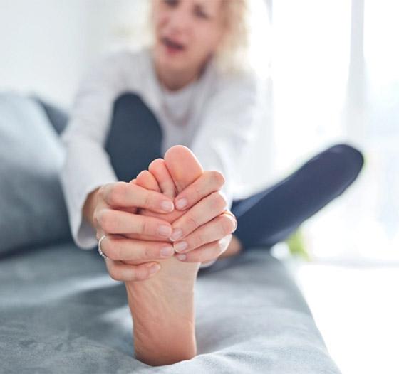 صورة رقم 11 - تعرفوا إلى 10 طرق سهلة وبسيطة لتخفيف آلام القدمين والتهاب العظام