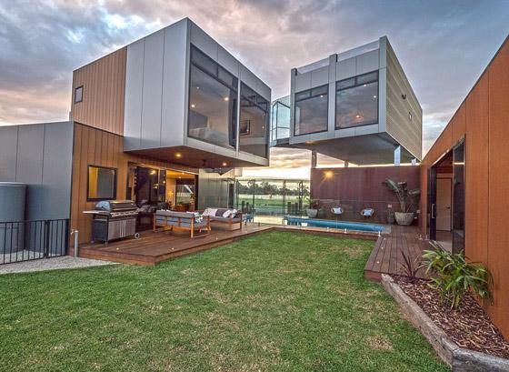 صورة رقم 12 - صور: منزل مبهر بناه زوجان أستراليان من 7 حاويات شحن ضخمة! المنزل مرشح لجائزة أفضل تصميم معماري
