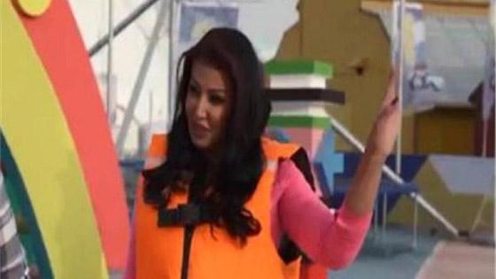 صورة رقم 4 -  فيديو: رامز جلال يسخر من سمية الخشاب ومن ملابسها وصوتها وشكلها في (رامز عقله طار)
