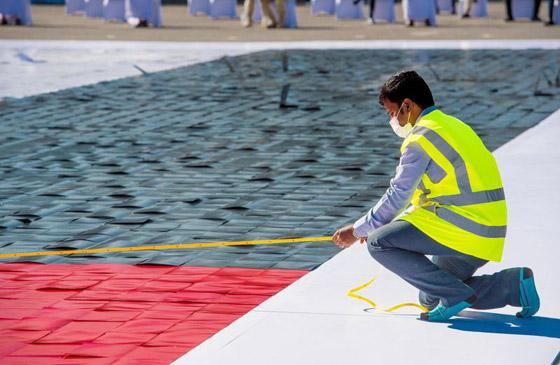 صورة رقم 8 - الإمارات تدخل موسوعة غينيس بأكبر لوحة فسيفسائية تجسد علم الدولة