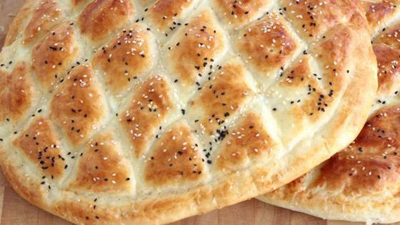 صورة رقم 2 - إليكم طريقة تحضير خبز رمضان بالسمسم وحبة البركة الشهي