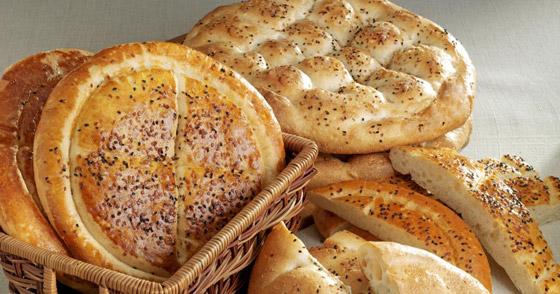 صورة رقم 3 - إليكم طريقة تحضير خبز رمضان بالسمسم وحبة البركة الشهي