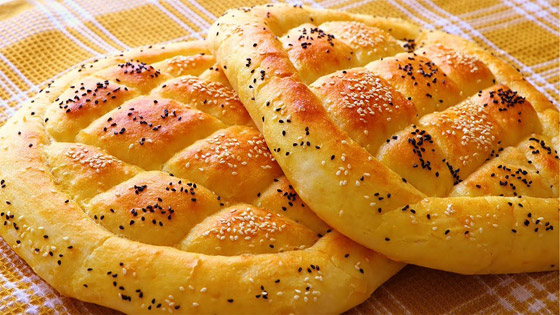 صورة رقم 4 - إليكم طريقة تحضير خبز رمضان بالسمسم وحبة البركة الشهي