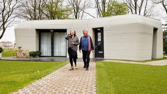 صورة رقم 7 - فيديو وصور: زوجان ينتقلان لأول منزل مطبوع ثلاثي الأبعاد بالكامل