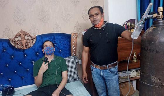 صورة رقم 1 - أحضر له أوكسجين! رجل هندي يقطع مسافة 1400 كم لإنقاذ صديقه من كورونا