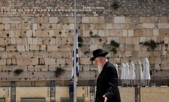 صورة رقم 6 - يوم حداد عام في إسرائيل على ضحايا حادث التدافع المأساوي