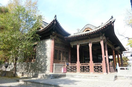 صورة رقم 10 - مسجد داتونج فى الصين.. مبنى رائع يدمج الفن المعماري الإسلامي باللمسات الصينية