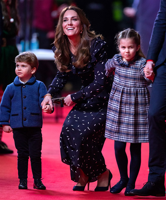 صورة رقم 6 - طبق الأصل عن أبيها! الأمير وليام وزوجته يحتفلان بميلاد الأميرة شارلوت