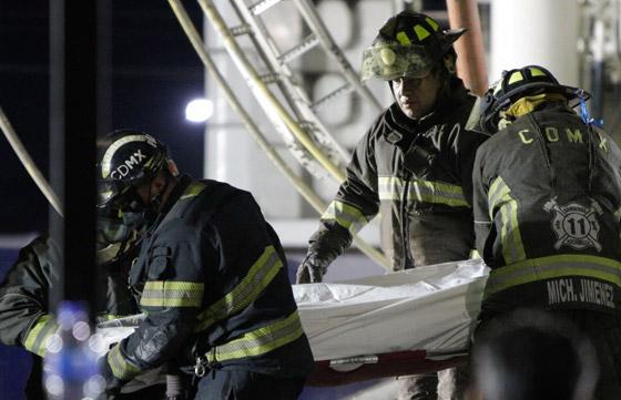 صورة رقم 14 - سقوط قطار على السيارات.. قتلى وجرحى بانهيار جسر معلق بالمكسيك!