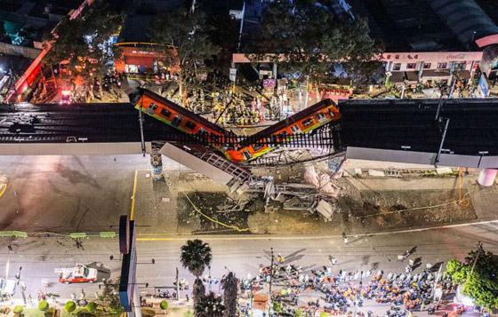صورة رقم 23 - سقوط قطار على السيارات.. قتلى وجرحى بانهيار جسر معلق بالمكسيك!