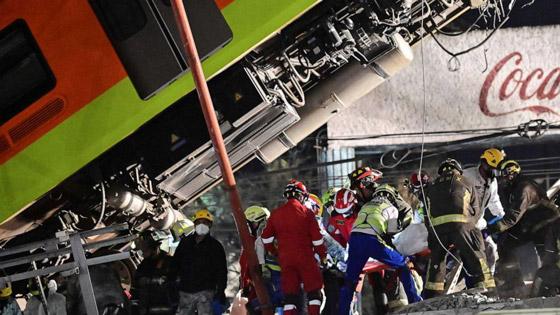 صورة رقم 25 - سقوط قطار على السيارات.. قتلى وجرحى بانهيار جسر معلق بالمكسيك!