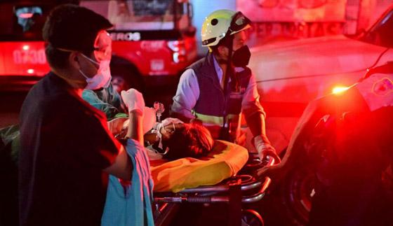 صورة رقم 26 - سقوط قطار على السيارات.. قتلى وجرحى بانهيار جسر معلق بالمكسيك!