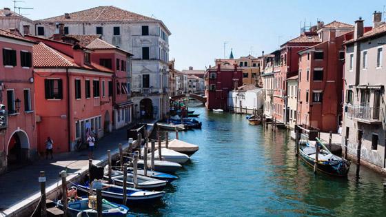 صورة رقم 4 - من اليونان إلى إيطاليا.. شاهدوا جمال مدن تحمل طابع البندقية حول أوروبا