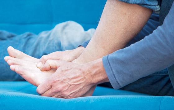 تشعر بالوخز والحرارة بأطرافك؟ إليك الأسباب الصحية لسخونة اليدين والقدمين صورة رقم 7