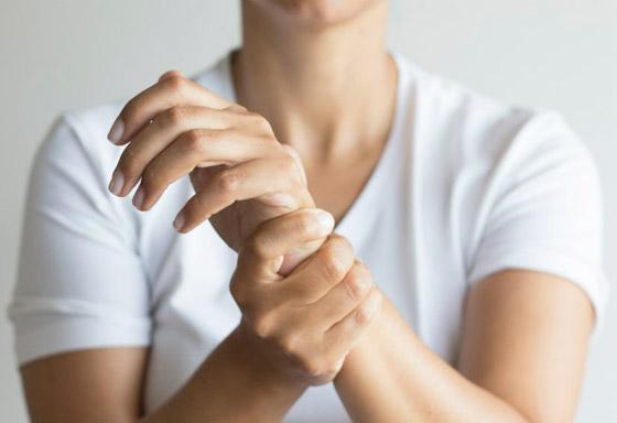 تشعر بالوخز والحرارة بأطرافك؟ إليك الأسباب الصحية لسخونة اليدين والقدمين صورة رقم 2