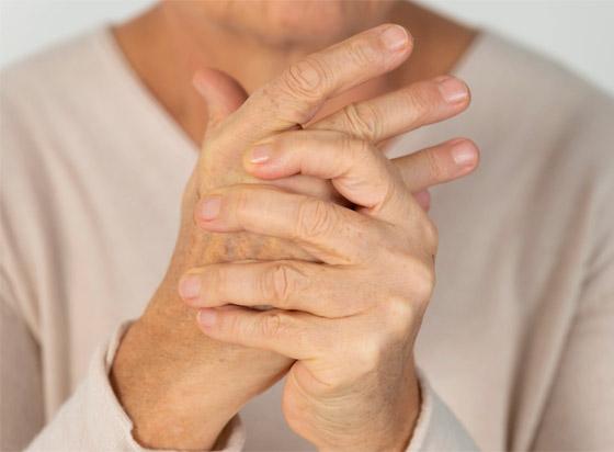 تشعر بالوخز والحرارة بأطرافك؟ إليك الأسباب الصحية لسخونة اليدين والقدمين صورة رقم 3