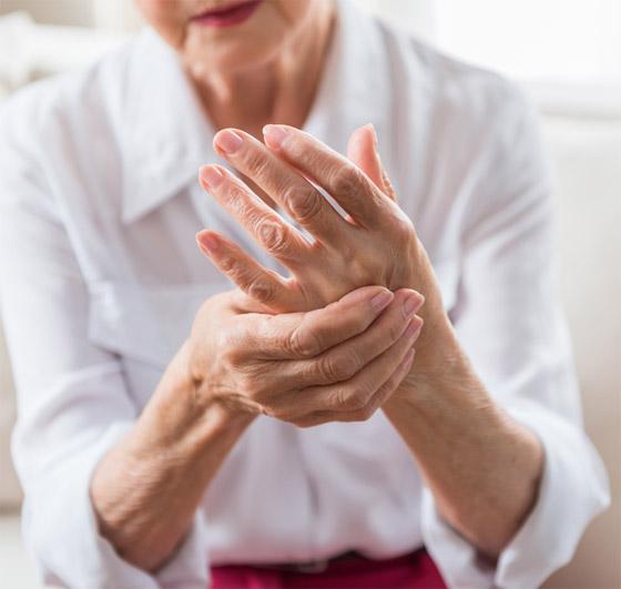 تشعر بالوخز والحرارة بأطرافك؟ إليك الأسباب الصحية لسخونة اليدين والقدمين صورة رقم 5