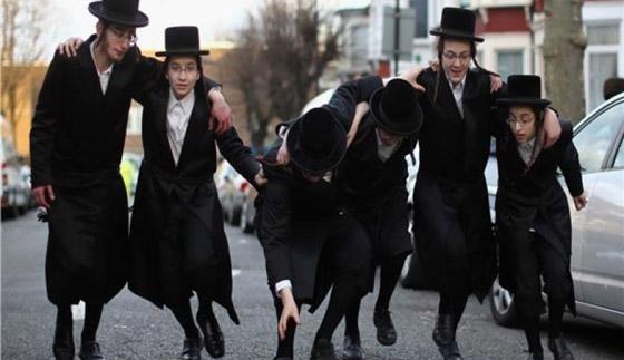 صورة رقم 3 - كاتب اسرائيلي يدعو الصهاينة للعودة الى بلادهم الاصلية