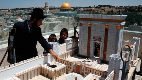 صورة رقم 5 - كاتب اسرائيلي يدعو الصهاينة للعودة الى بلادهم الاصلية