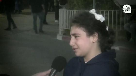 """صورة رقم 2 - """"نايمة جنب ماما وصحيت كل شي حولي رماد"""".. فيديو لطفلة تروي ما عاشته في قصف حي الرمال بغزة"""