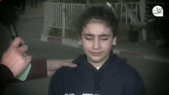 """صورة رقم 3 - """"نايمة جنب ماما وصحيت كل شي حولي رماد"""".. فيديو لطفلة تروي ما عاشته في قصف حي الرمال بغزة"""