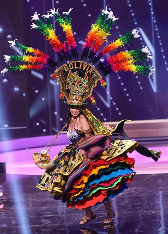 صورة رقم 6 - صور: أبهر وأجمل الأزياء الوطنية في مسابقة ملكة جمال الكون 2021