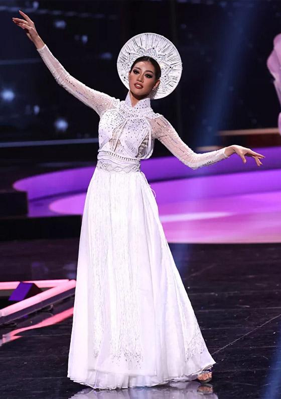 صورة رقم 7 - صور: أبهر وأجمل الأزياء الوطنية في مسابقة ملكة جمال الكون 2021