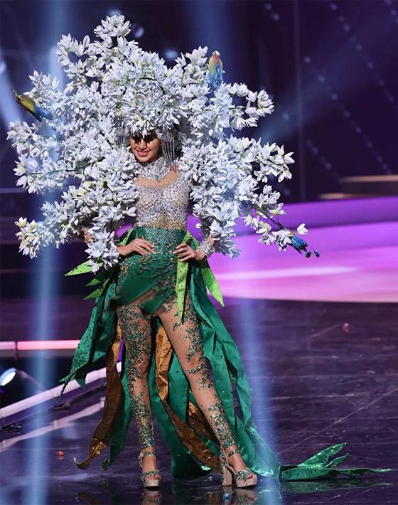 صورة رقم 8 - صور: أبهر وأجمل الأزياء الوطنية في مسابقة ملكة جمال الكون 2021