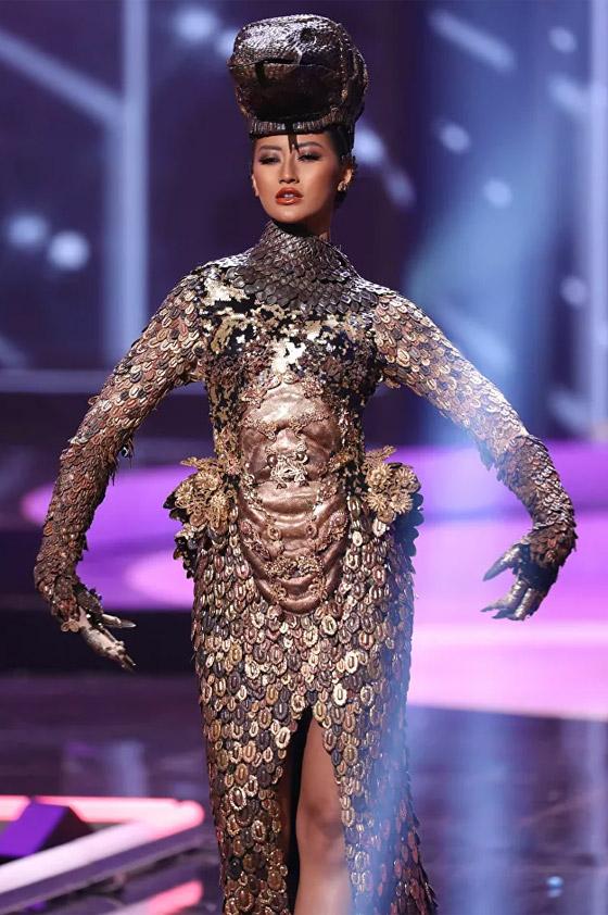 صورة رقم 9 - صور: أبهر وأجمل الأزياء الوطنية في مسابقة ملكة جمال الكون 2021